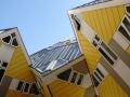 De Kubuswoningen in Rotterdam zijn 38 kubusvormige paalwoningen en 13 bedrijfskubussen bij de Blaak nabij de Oude Haven. Ze zijn gebouwd tussen 1982 en 1984, na een eerste presentatie van de plannen in 1978. Het ontwerp van Piet Blom is een variant op de Helmondse kubuswoning in een iets groter maatraster. Het viaduct op één hoog heet officieel de Overblaak, maar het hele complex staat bekend als het Blaakse Bos. De Kubuswoningen zijn gebouwd in de vorm van een gekantelde kubus op een paal, en worden ook wel paalwoning of boomwoning genoemd. (juli 2018)