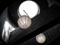 De Pastoor van Arskerk. Deze uit grijze betonsteen opgetrokken kerk, een ontwerp uit 1966 van de bekende architect Aldo van Eyck, is uniek in Nederland. De kerk bestaat feitelijk uit twee hoofdelementen: een gesloten driehoek met daarin een lage kerkruimte en een hoge dwarsruimte, die door Van Eyck wordt uitgelegd als een straat: de Via Sacra waarin twee kapelletjes zijn opgenomen. Het cirkelmotief ziet men herhaaldelijk in het interieur in wisselende grootte terug, zoals in de vorm van de lichtkoepels en kapellen. Er is geen toren. Slechts een kruis verwijst naar de functie van het gebouw. Door de aparte uitgang hoeft de kerkganger na de dienst niet zijn rug te keren naar de heilige zaken. (mei 2018)