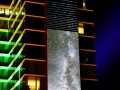 Glow in the Dark, Eindhoven. Groene Toren, Nachtlicht. De invloed van de mens op het landschap is zicht- en voelbaarder dan ooit. Sterrenhemels, met name de Melkweg, zijn op nog maar enkele plekken op de wereld te bewonderen. Om de schoonheid van de nacht te kunnen zien moet je op zoek gaan naar duisternis. Een donkere nacht draagt bij aan het ervaren van een unieke natuurbeleving. Nederland is één van de meest lichtvervuilde landen ter wereld en helaas baden grote delen van ons land 's nachts in een zee van kunstlicht. (november 2018)